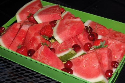 Watermelon-strawberries-cherries-fruit-tray