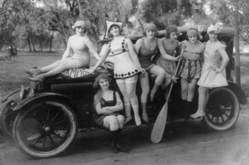 From Glamour Daze blog; Mack_Sennett's_bathing_beauties_posed_on_automobile