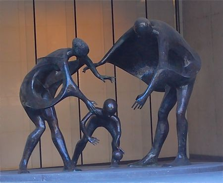 Family sculpture, Chicago
