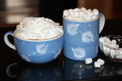 Hot_chocolate_with_whipped_cream_an