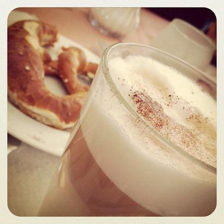 Brezen, buttered pretzels & latte macchiato
