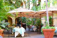 El_convento_courtyard_dining