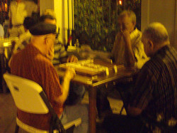Playing_dominoes_on_puerto_rican_st