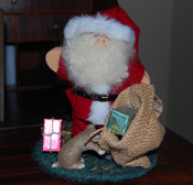 Santa_statue_with_gifts_pup