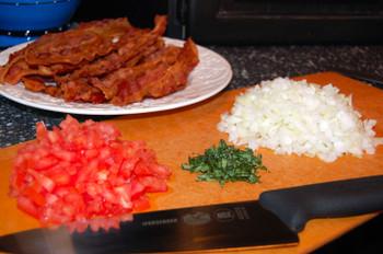 Bacon_tomatoes_onions_basil