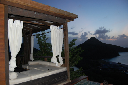 Outside_daybed_overlooking_caribbea