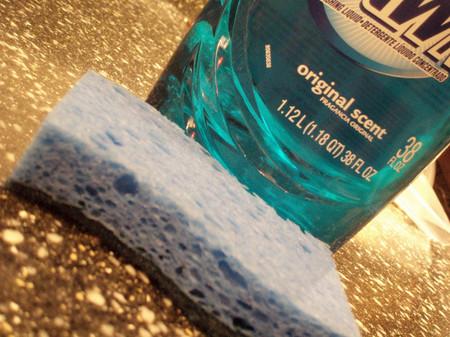 Dawn_dish_soap_and_blue_sponge