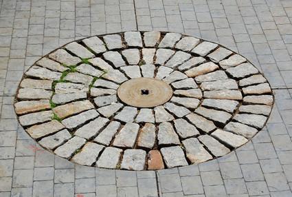 Stone_courtyard_in_bluff_view_sculp